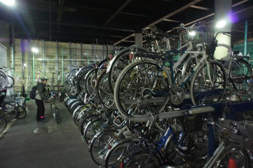 自転車の 新宿 自転車 駐輪場 無料 : 池袋など2時間までは無料で ...