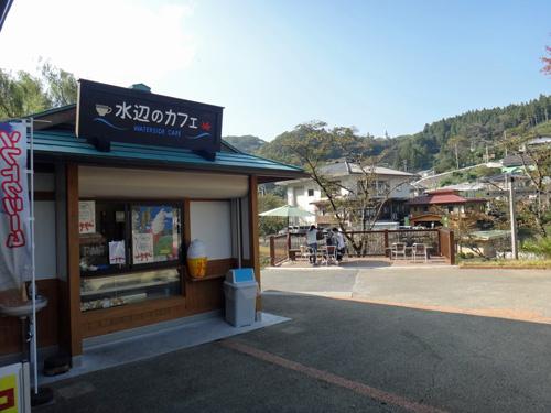 水辺のカフェ